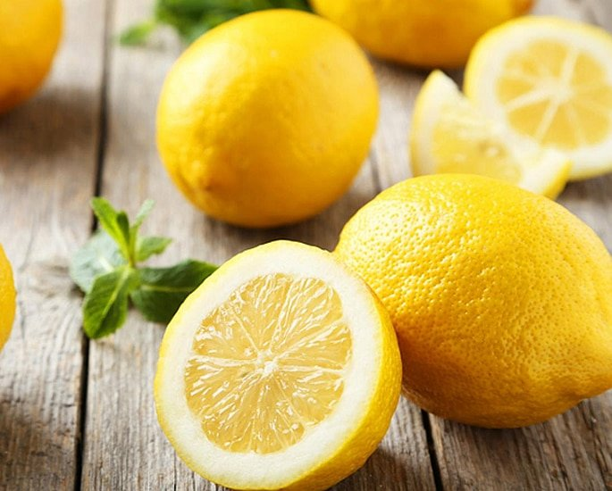 20 Pakistani Beauty Secrets to Try at Home - lemons