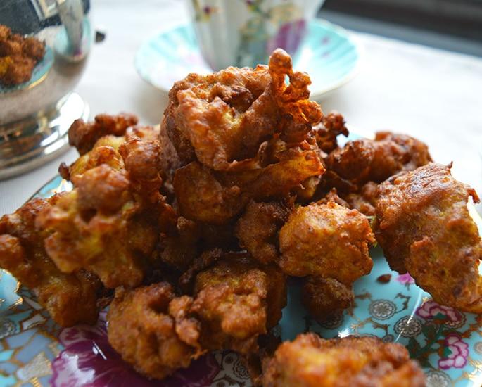 7 Indian Cauliflower Recipes to Make and Enjoy - pakora