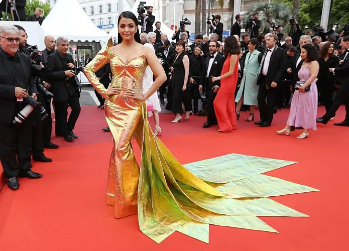 Aishwarya Rai Bachchan dazzles in Gold at Cannes 2019 - tail