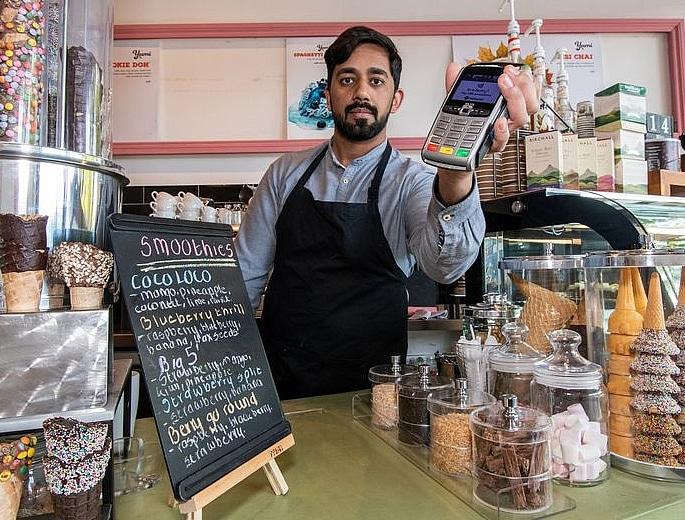 Man cons Ice Cream Parlour refunding Himself £1,300 2