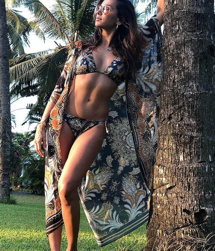 Shibani Dandekar Bikini Pic taken by Farhan Akhtar 2