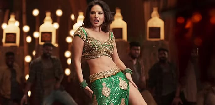 Sunny Leone sizzles in 'Moha Mundiri' Song with Mammootty f