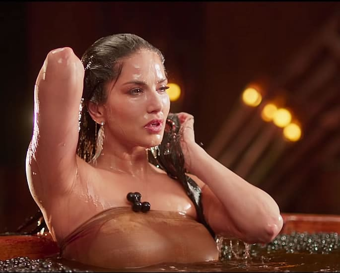 Sunny Leone sizzles in 'Moha Mundiri' Song with Mammootty - water
