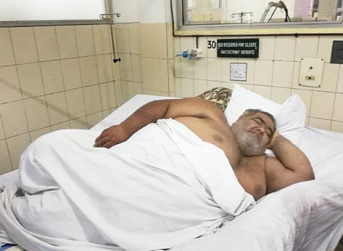 मेडिकल ट्रीटमेंट के लिए 330 किग्रा पाकिस्तानी मैन एयरलिफ्ट किया गया