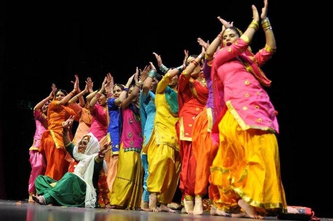 women dancing team