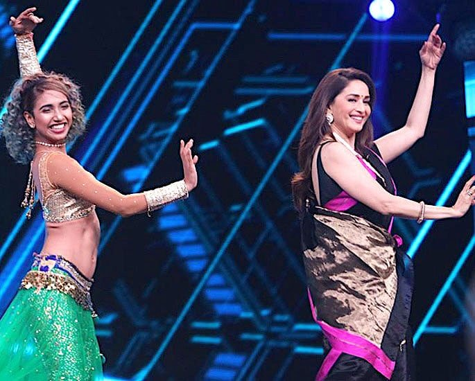 Madhuri Dixit performs Belly Dance Moves for 'Dance Deewane' IA 1