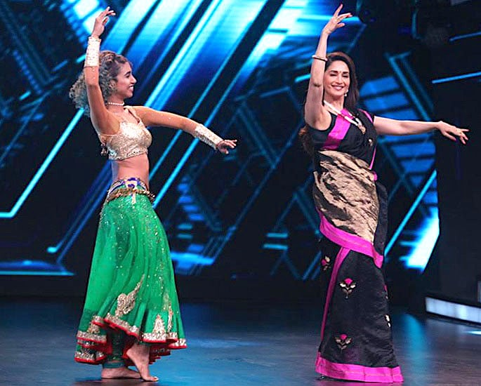 Madhuri Dixit performs Belly Dance Moves for 'Dance Deewane' - IA 2