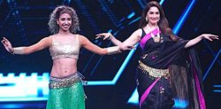 Madhuri Dixit performs Belly Dance Moves for 'Dance Deewane'