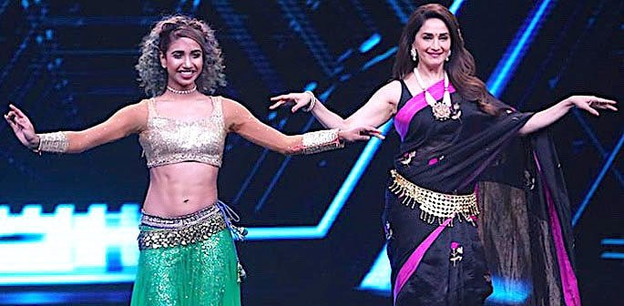 Madhuri Dixit performs Belly Dance Moves for 'Dance Deewane' f1