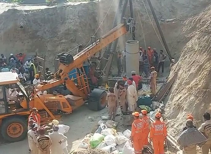 Toddler Fatehveer Singh trapped in Punjab Borewell