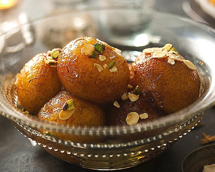 10 Best Sweet Dishes and Food of Pakistan - gulab jamun