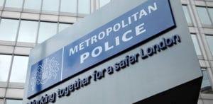 મેટ પોલીસ અધિકારીને 18,000 ડોલરના 'કેશ માટેના ક્રેશ' માટે દોષિત છેતરપિંડી એફ