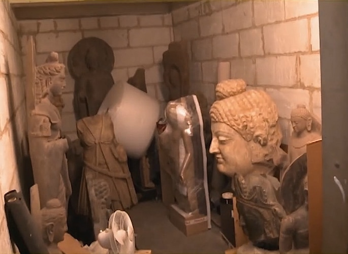 US Indian Art Gallery Owner charged for Smuggling $143m Relics 2