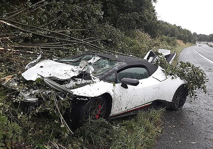 Wedding Guests crash £198k Lamborghini on Motorway