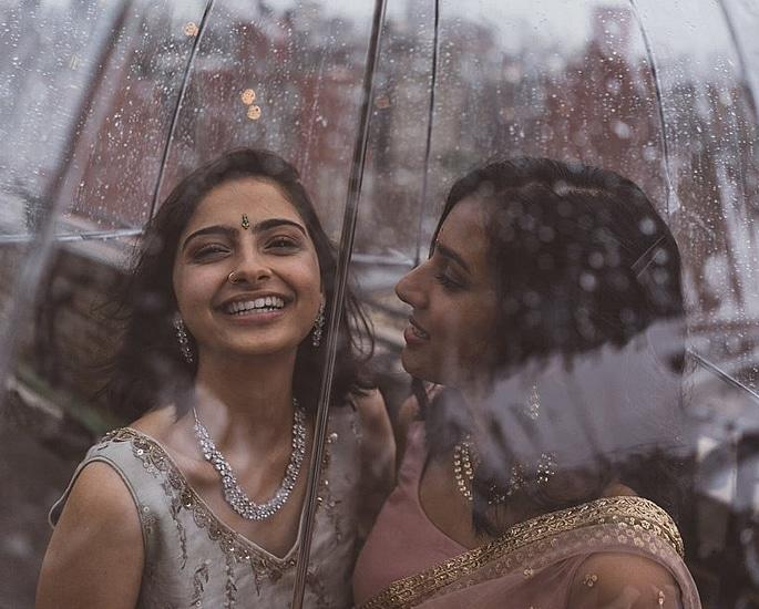 Indian and Pakistani Same Sex Couple Photos go Viral