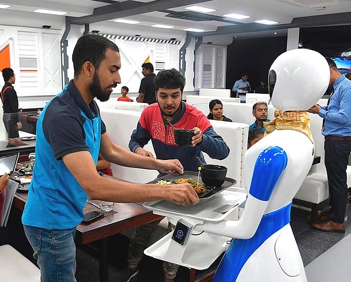 भारत के बेंगलुरु को अपना पहला रोबोट रेस्तरां 2 मिला