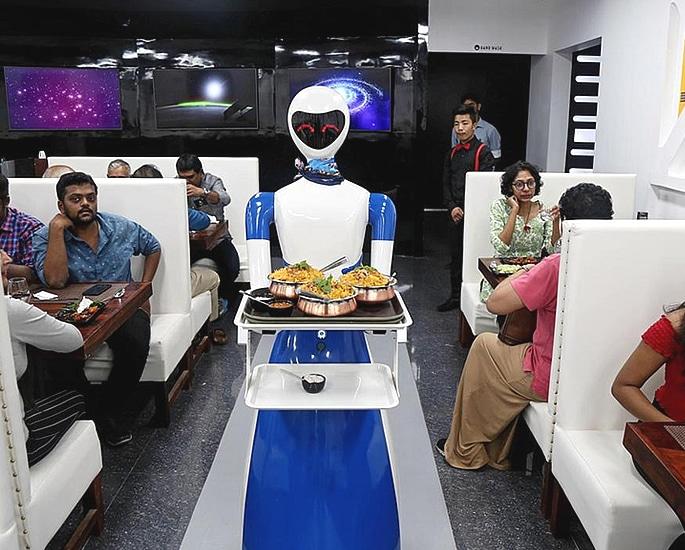 भारत के बेंगलुरु को अपना पहला रोबोट रेस्तरां मिलता है