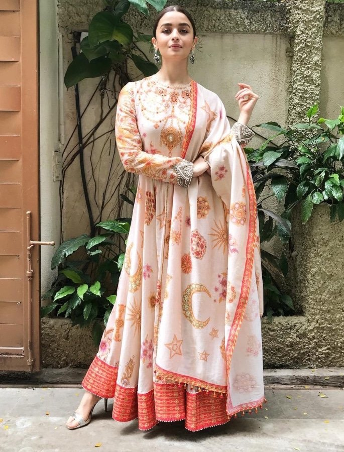 Top 10 Fashion Looks of Alia Bhatt - ethnic dress