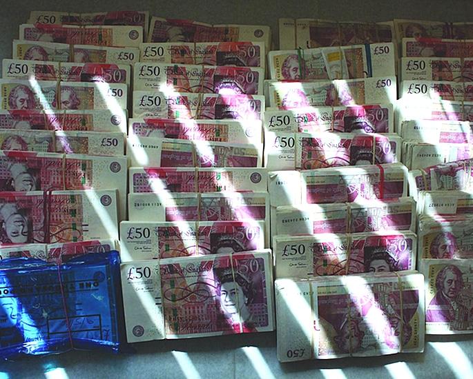 গ্যাং অফ ফ্রডস্টাররা অবৈধ £ 120m অ্যালকোহল কেলেঙ্কারির জন্য জেল হয়েছে
