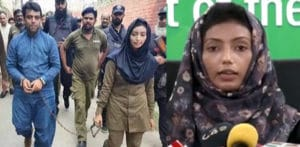 Pakistani Policewoman slapped by Lawyer fighting for Justice f