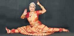 Bakulaben fa il suo debutto nella danza Bharatanatyam a 75 anni