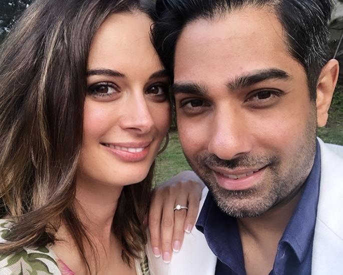 एवलिन शर्मा ने बॉयफ्रेंड तुशान भिंडी से सगाई की - अंगूठी