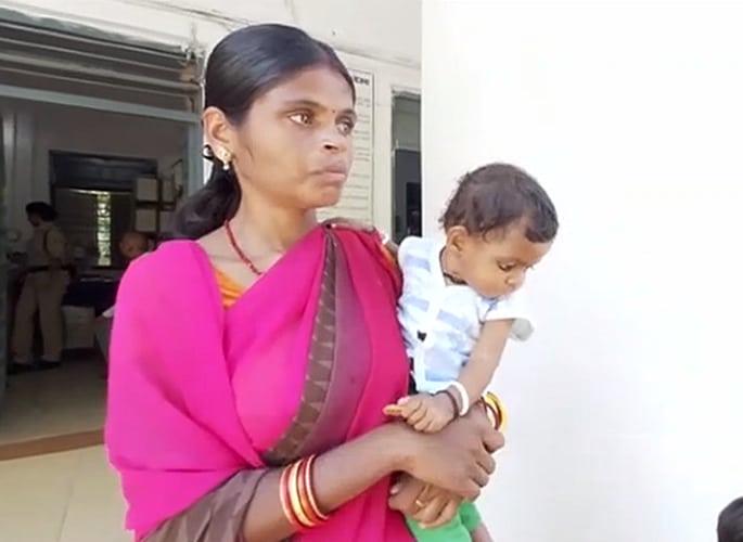 भारतीय पत्नी को पाँच बेटियाँ होने पर पति द्वारा बेदखल कर दिया गया - पत्नी