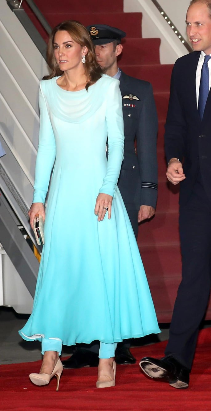 Kate Middleton stuns in Ethnic Outfits for Pakistan Visit - arrival