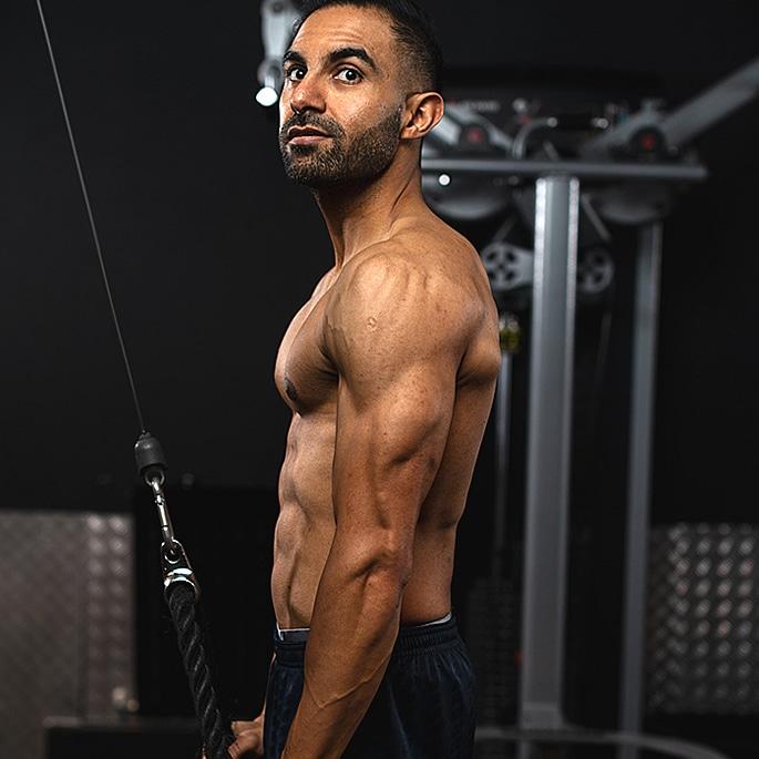 L'incroyable perte de poids et transformation de Suraj Sodha - q1