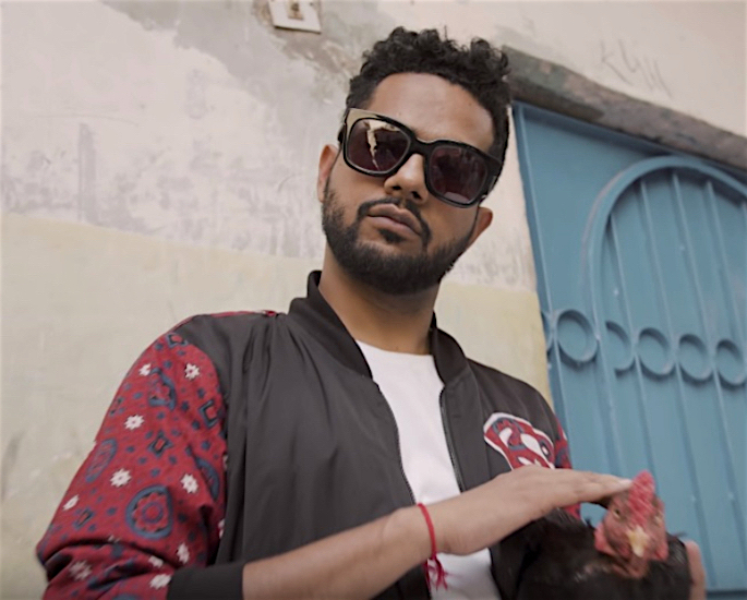 अली गुल पीर ने अपने गीत 'करले जो कर्ण है' में अली जफर का अभिनय किया? - फिर भी