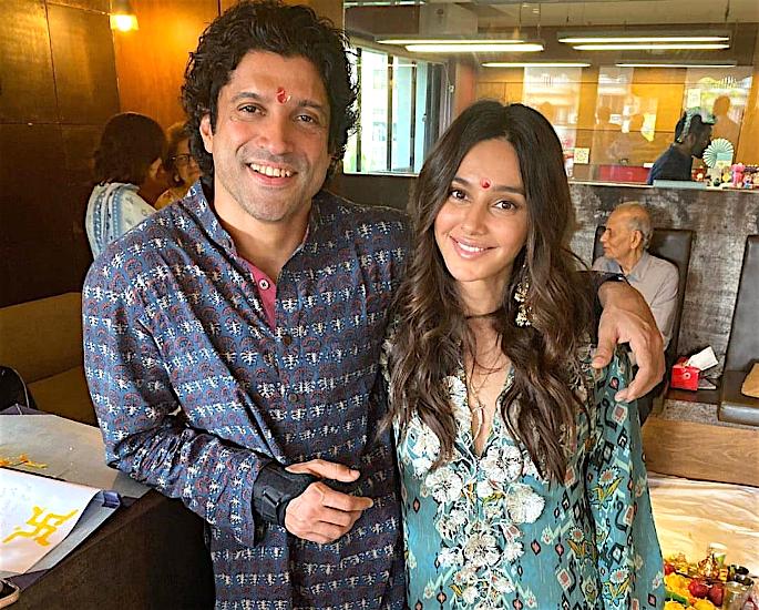 Farhan Akhtar and Shibani Dandekar to Marry in 2020? - couple3