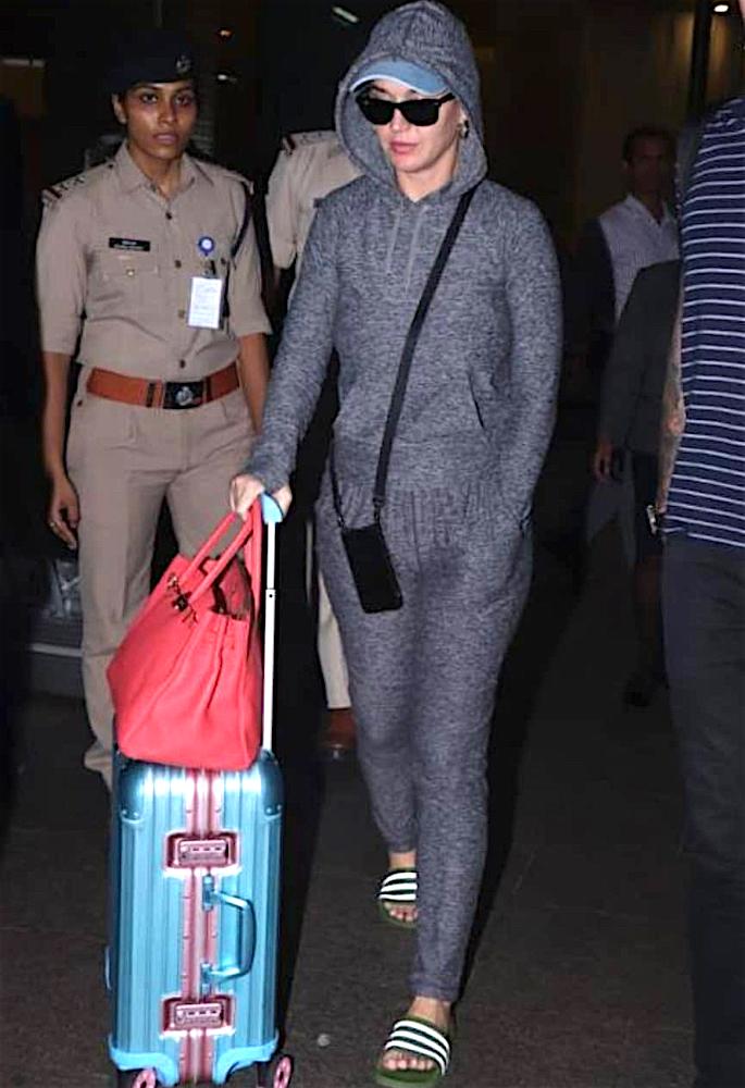 केटी पेरी भारत में हेडलाइन म्यूजिक फेस्टिवल के लिए तैयार - एयरपोर्ट