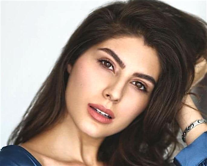 Kriti exit 'Chehre' because of refusal to do Intimate Scenes? - elnaaz