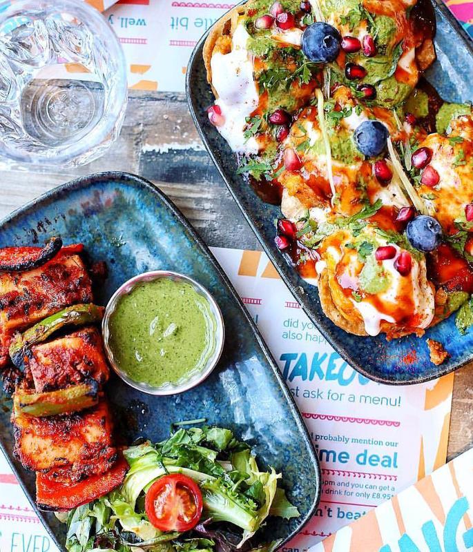 यूके-ia10 के शीर्ष 1 भारतीय स्ट्रीट फूड खाने वाले