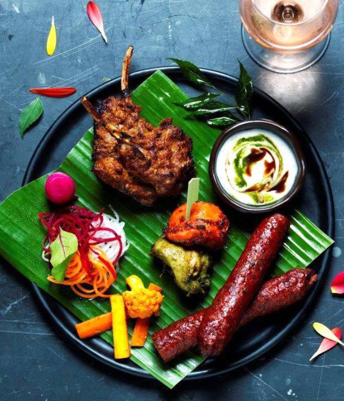 यूके-ia10 के शीर्ष 6 भारतीय स्ट्रीट फूड खाने वाले