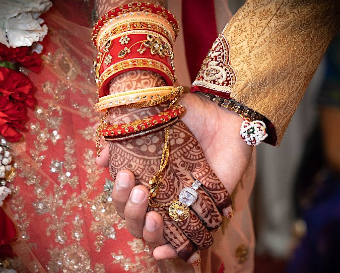 10 Gold Wedding Rings & Designs for Desi Brides - hand chain