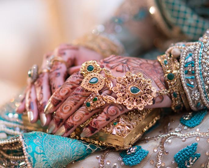 10 Gold Wedding Rings & Designs for Desi Brides - handjewellery