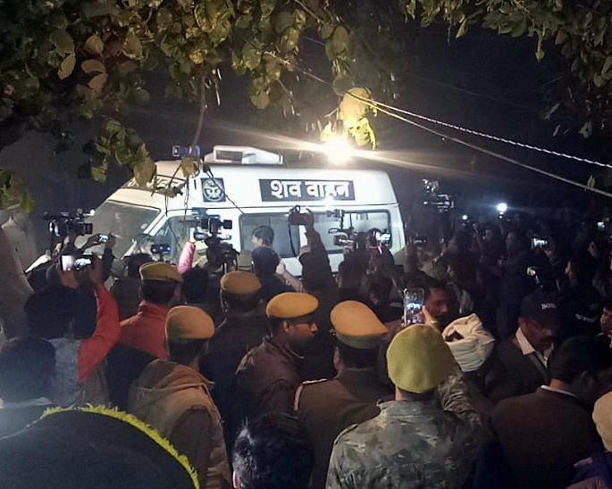 Angry Protests erupt for Unnao Rape Victim who Died - ambulence