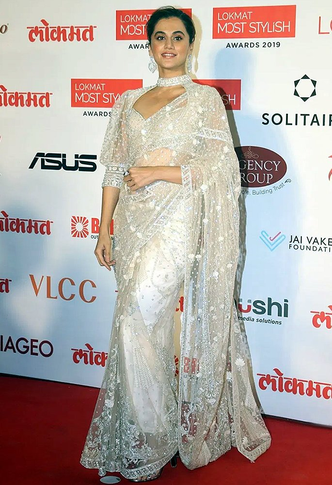 Bollywood Oozes Ethnicity at Lokmat Most Stylish Awards - Taapsee