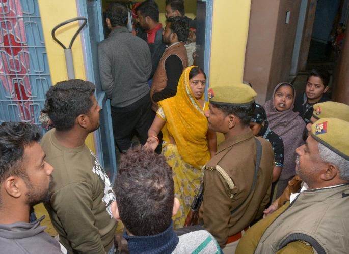 پولیس - پولیس کے مصروف ہونے کے بعد بھارتی عورت نے خودکشی کرلی