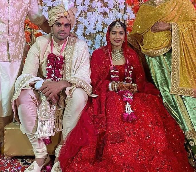 Indian Wrestler Babita Phogat gets Married to Wrestler Groom - couple