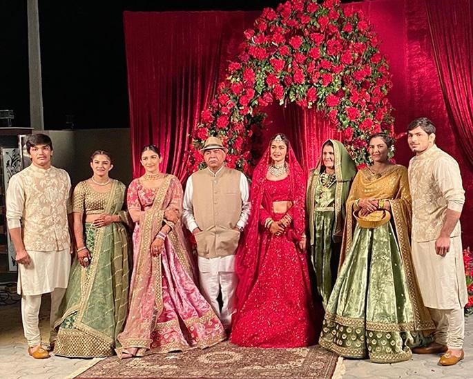 Indian Wrestler Babita Phogat gets Married to Wrestler Groom - family