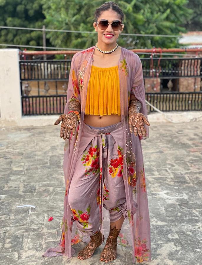 Indian Wrestler Babita Phogat gets Married to Wrestler Groom - mehendi
