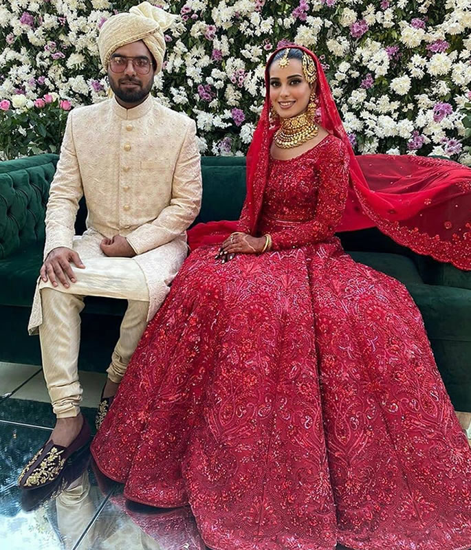 Iqra Aziz & Yasir Hussain get Married in Wonderful Ceremony - sitting