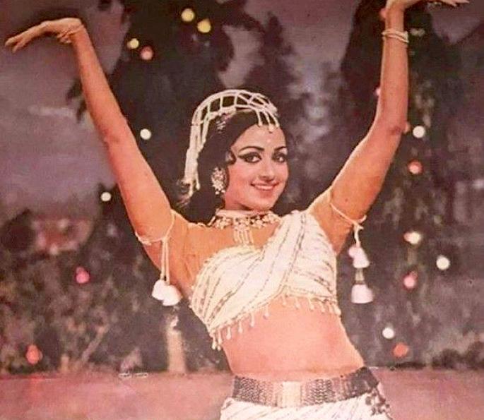 12 Best Bollywood Dances by Hema Malini - Joshila