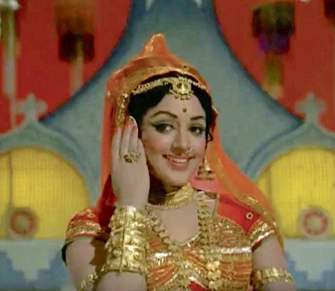 12 Best Bollywood Dances by Hema Malini - Tere Mere Sapne