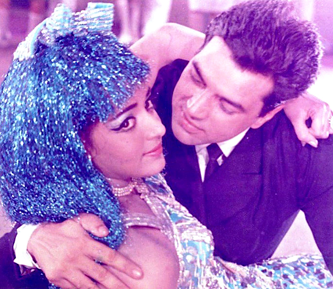 12 Best Bollywood Dances by Hema Malini - Tum Haseen Main Jawan