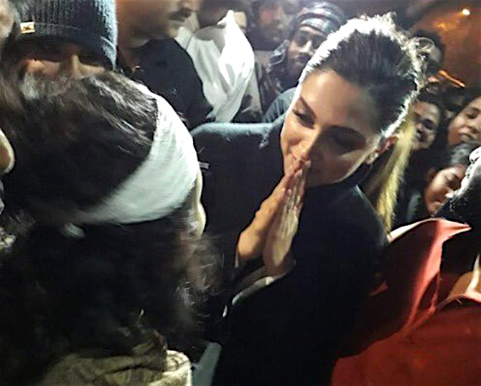 Deepika Padukone shows Support for JNU Assault Victims - greeting