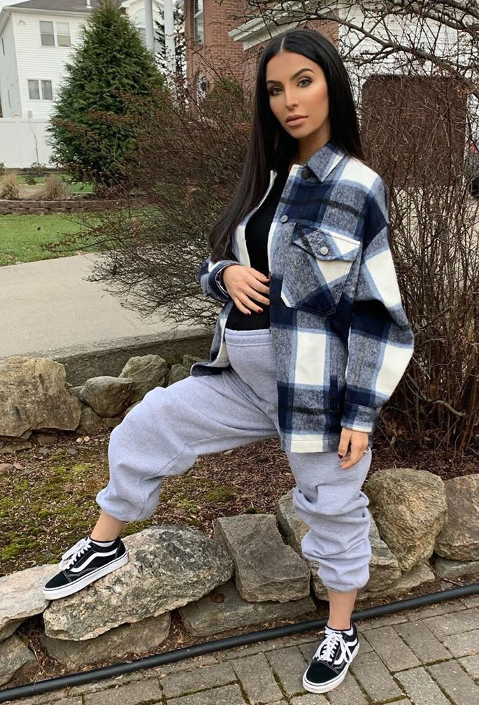 Faryal Makhdoom highlights Baby Bump with Chic Looks - casual