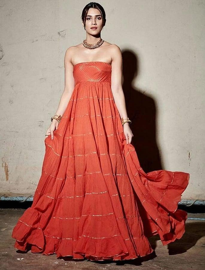 ऑरेंज बॉलीवुड अभिनेत्रियों का एक पसंदीदा फैशन है - कृति